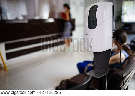 Automatic Hand Alcohol Gel Dispenser Cleaner Place For Free Service In Public