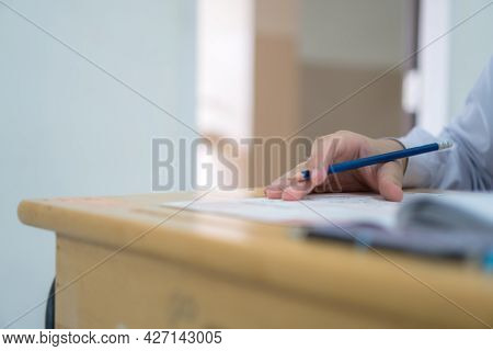 Student Holding Pencil Writing Learning Exams Multiple-choice Quizzes Testing Answer Sheets Exercise