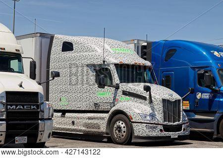 Richmond County, Ga Usa - 05 01 21: Close  Row Of Parked Semi Trucks At A Truck Stop In Rural Georgi