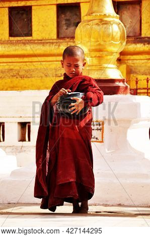Burmese Children Novice Stand For Receive Donate From Burma People And Foreign Traveler Visit Respec
