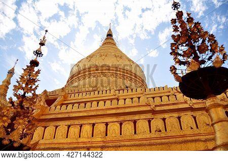 Shwezigon Pagoda Paya Pagoda Chedi Temple For Burmese People And Foreign Traveler Travel Visit Respe