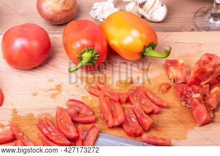 Cooking Tomato, Bell Pepper, Onion And Garlic Vegetable Sauce For Italian Pasta - Chopped Tomatoes O