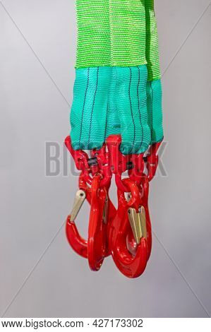 Hooks With Latch For Heavy Lifting Cargo Transport
