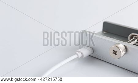 Micro-usb Cable Charger Connected To Usb Hub Aluminum For Desktop, Computer, Pc, Table Edge With Adj