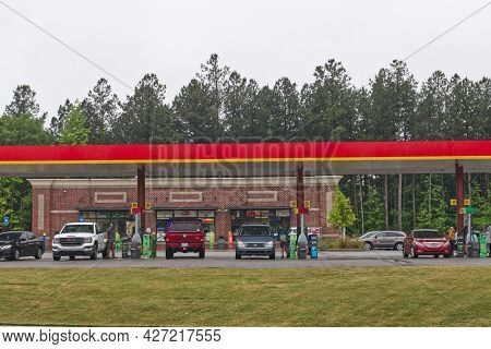 Columbia County, Ga Usa 05 12 21: Gas Pro Gas Station People At The Pumps Colonial Pipeline Hack Gas