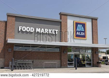 Plainfield - Circa July 2021: Aldi Discount Supermarket. Aldi Sells A Range Of Grocery Items, Includ