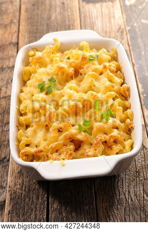 pasta gratin with cream and cheese