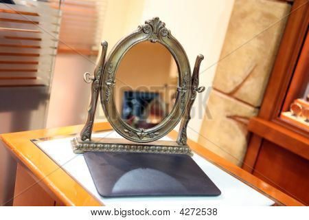 Mirror In Store