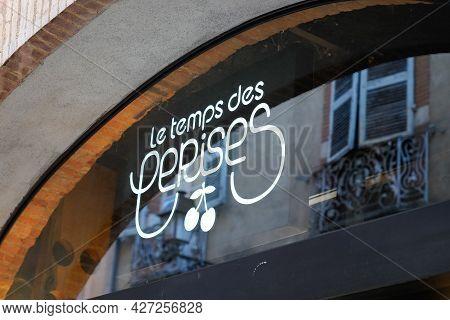 Toulouse , Occitanie France  - 06 25 2021 : Le Temps Des Cerises Logo Brand And Text Sign Store Sign