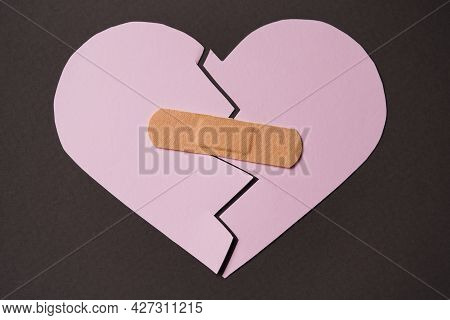 Treating A Broken Heart. Recovery From Toxic Relationships And Difficult Experiences, Experiences, A