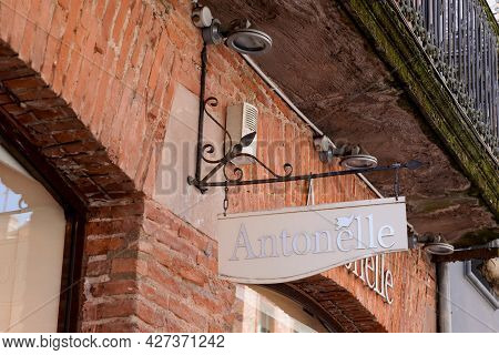 Toulouse , Occitanie France  - 06 25 2021 : Antonelle Logo Brand And Sign Text Front Of Windows Tren