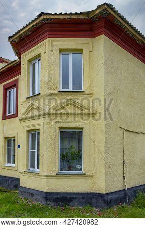 Fragment Of The Facade Of An Old House On Lenin Street In Guryevsk, Kemerovo Region-kuzbass