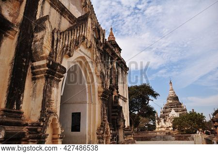 Thatbyinnyu Phaya Pagoda Paya Temple Chedi For Burmese People And Foreign Travelers Travel Visit Res