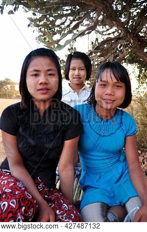 Burmese Girl Women Group Friends Sit Wait Service Travelers People For Guide Travel Visit Tour Anand