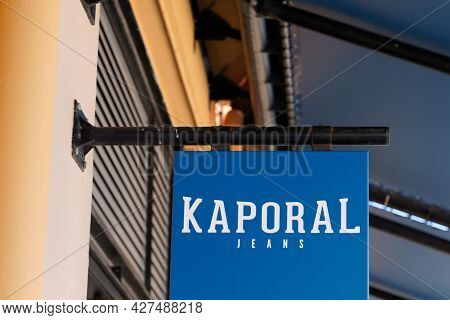 Toulouse , Occitanie France  - 06 25 2021 : Kaporal Jeans Logo Brand And Text Sign On Fashion Store