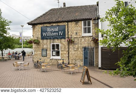 East Midlands, England - June 20, 2021. Royal William Iv Pub Exterior Building With Esplanade.