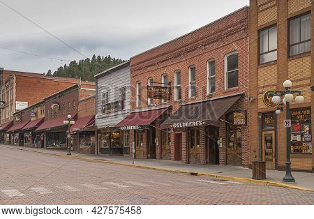 Deadwood Sd, Usa - May 31, 2008: Downtown Main Street. Godlberg And Gold Dust Businesses In Row With