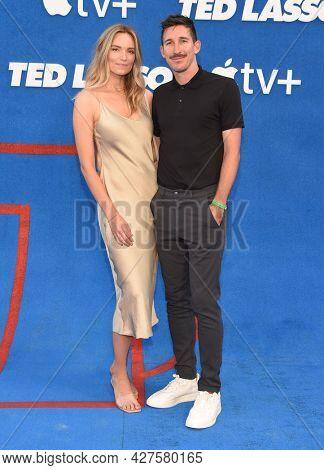 LOS ANGELES - JUL 15: Sacha Kljestan and Jamie Lee Darley arrives for the ''Ted Lasso' Season 2 Premiere on July 15, 2021 in West Hollywood, CA