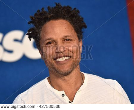 LOS ANGELES - JUL 15: Cobi Jones arrives for the Ted Lasso Season 2 Premiere on July 15, 2021 in West Hollywood, CA