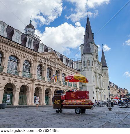 New Orleans, La - July 22: Lucky Dog Cart In Front Of The Cabildo And St. Louis Cathedral In The Fre