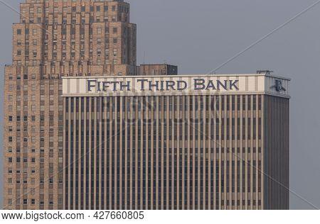 Cincinnati - Circa July 2021: Fifth Third Bank Corporate Headquarters. Fifth Third Services 15 Regio