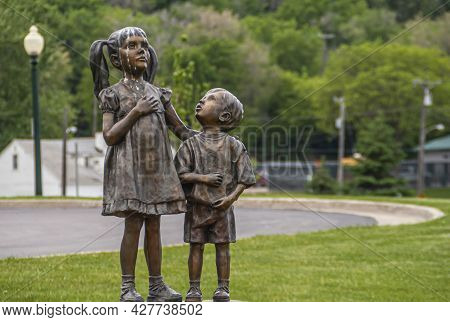 Sioux Falls, Sd, Usa - June 2, 2008: Closeup Of Sister With Little Brother Bronze Statue In Falls Pa