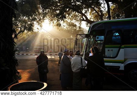 Bus Tour Stop Car Parking For Send Receive Burmese People And Foreign Travelers Travel Visit Unesco