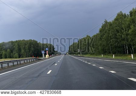 Expressway In The Evening With Cars And Scenery
