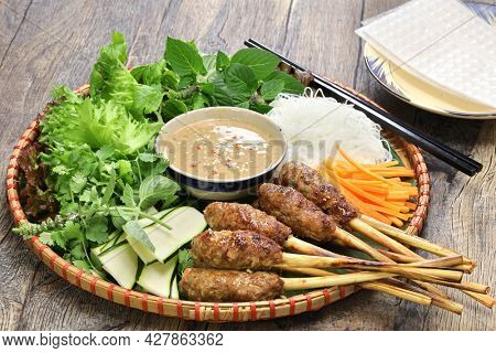 nem lui fue, grilled minced pork sausages on lemongrass skewers, vietnamese cuisine