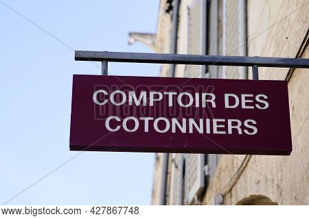 Toulouse , Occitanie France  - 06 25 2021 : Comptoir Des Cotonniers Sign Text Store And Logo Brand S