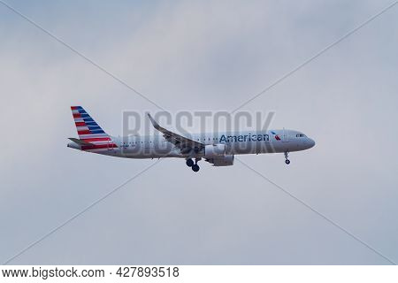 Denver, Usa-october 17: Airbus A321 Operated By American Flies On October 17, 2020 Near Denver Inter