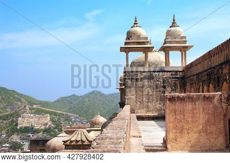 Decorative towers on the fortress wall in Amber Fort, Jaipur, Rajasthan state, India. UNESCO world heritage site