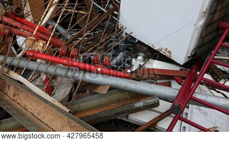 Metal And Ferrous Material In The Large Recycler Landfill To Recover Used Objects And Be Able To Rec