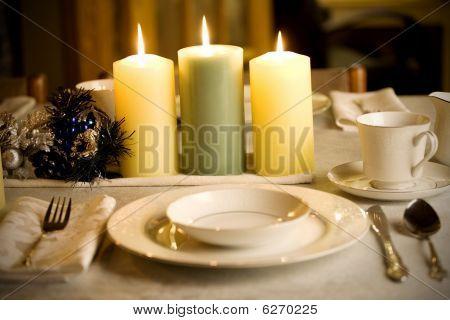 einfache, aber elegante Weihnachten-Tabelleneinstellung