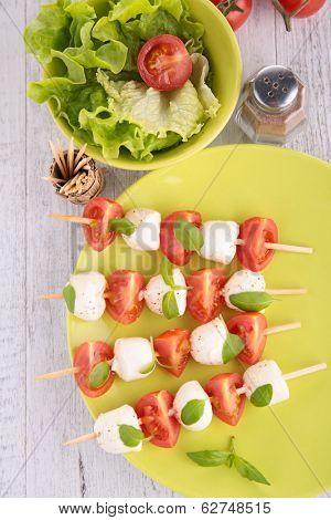 tomato,mozza and basil