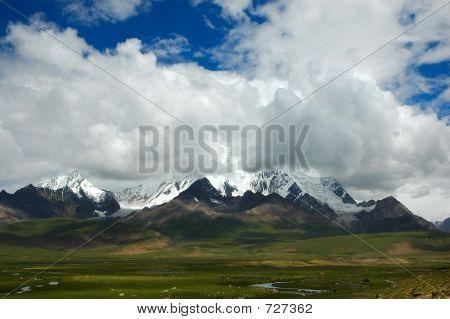 Mount Qomo