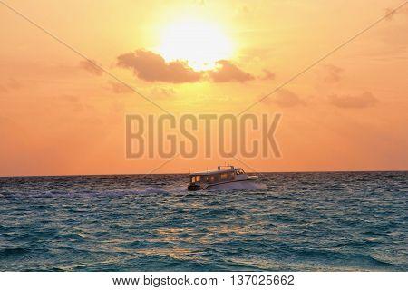Закат на одном из островов на Мальдивах