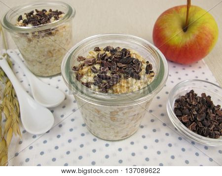 Overnight-Oats with superfood cocoa nibs in jars