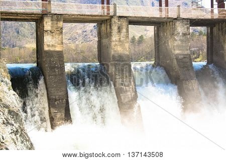 Chemal Hydroelectric Power Station rest of dam