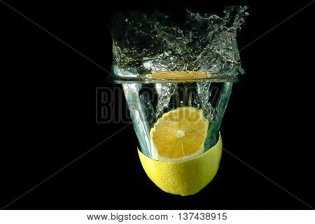 Picture of a fruit - sliced lemon dropped under water