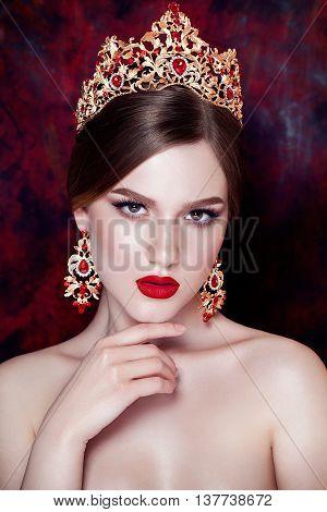 Girl wearing tiara and sparkling jewlery. Vogue style