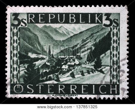 AUSTRIA - CIRCA 1946: stamp printed by Austria, shows Heiligenblut (Carinthia), Landscape series, circa 1946, on September 09, 2014, Zagreb, Croatia