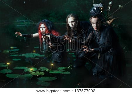 People conjure night in the marsh they are demons and marsh spirits.