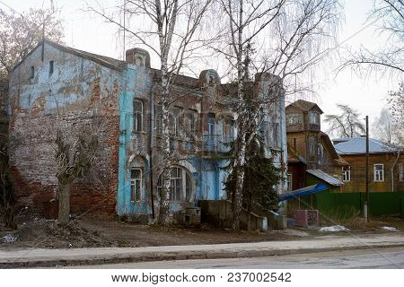 Kimry, Tver Region, Russia - April 08, 2018: Old House In Kimry Early 19th Century.
