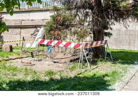 Reconstruction Of Underground Heating Pipeline System In The City, Underground Pipe Work With Safety