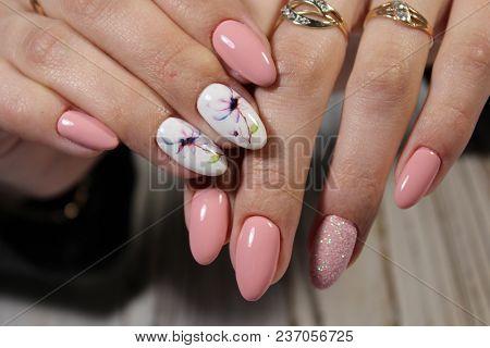 Beautiful Design Manicure
