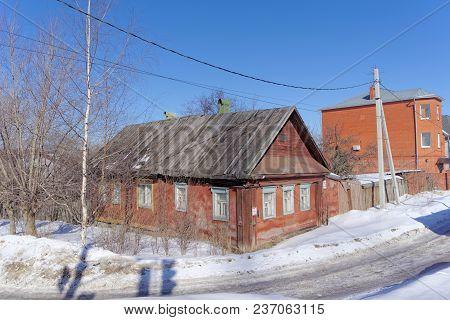 Nizhny Novgorod, Russia. - March 29.2018. Private Wooden House On Barminskaya Street 25. The House S