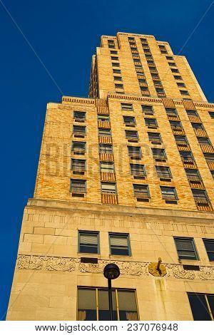 Cincinnati, Oh - April 12, 2018: The Historic Art Deco Carew Tower, A Cincinnati Landmark Since 1930