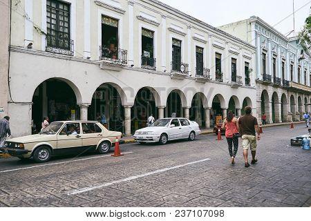 Merida / Yucatan, Mexico - May 31, 2015: People Walking, Car Parking In The City Center Of Merida, M