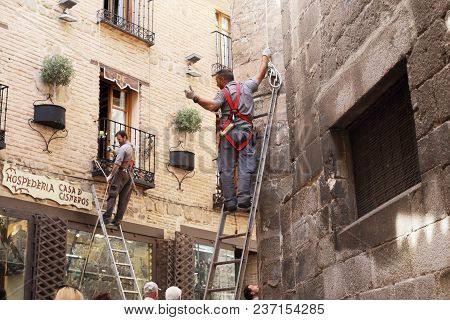 Toledo, Spain - May 25, 2017: These Are Unidentified Workers-climbers, Who Work On The Same Street I
